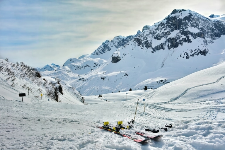 Die Skisafari im Hotel Schrofenstein führt Sie auch nach Lech am Arlberg