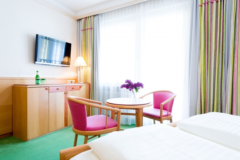Im Landecker Hotel Schrofenstein finden sich Doppelzimmer Neu, die sich ideal für Paare mit etwas mehr Platzanspruch und Kleinfamilien eignen.