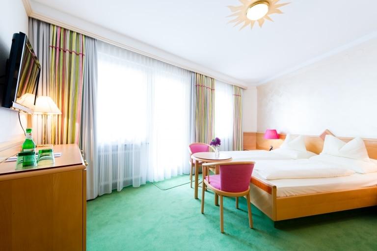Die Doppelzimmer Neu im Hotel Schrofenstein in Landeck eignen sich ideal für Paare mit etwas mehr Platzanspruch und Kleinfamilien.