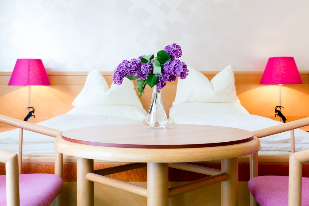 Im Hotel Schrofenstein in Landeck finden sich Doppelzimmer Neu, die sich ideal für Paare mit etwas mehr Platzanspruch und Kleinfamilien eignen.