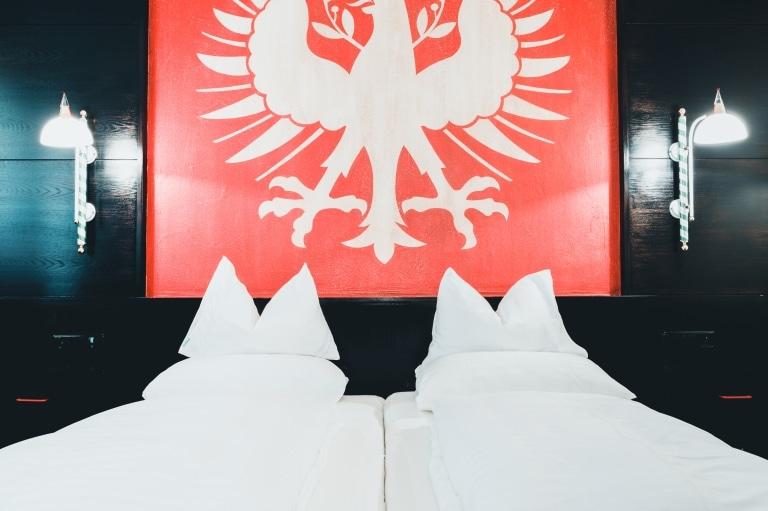 Komfort Doppelzimmer im Hotel Schrofenstein in Landeck sind bestens geeignet für Paare mit mehr Platzanspruch und Familien.