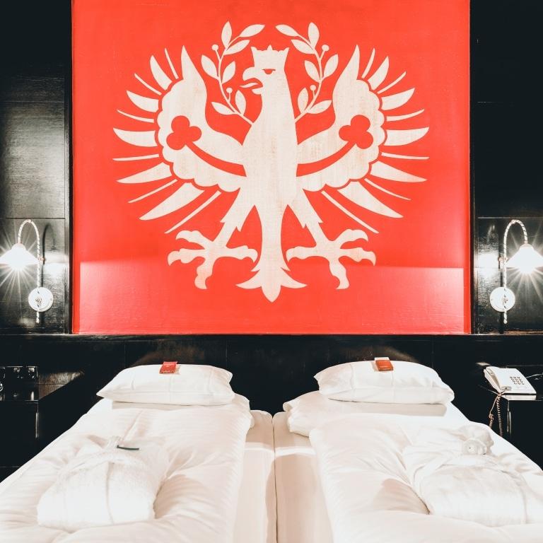 Im Landecker Hotel Schrofenstein in Landeck finden sich Doppelzimmer, die sich ideal für Paare und Geschäftsreisende mit etwas mehr Platzanspruch eignen.