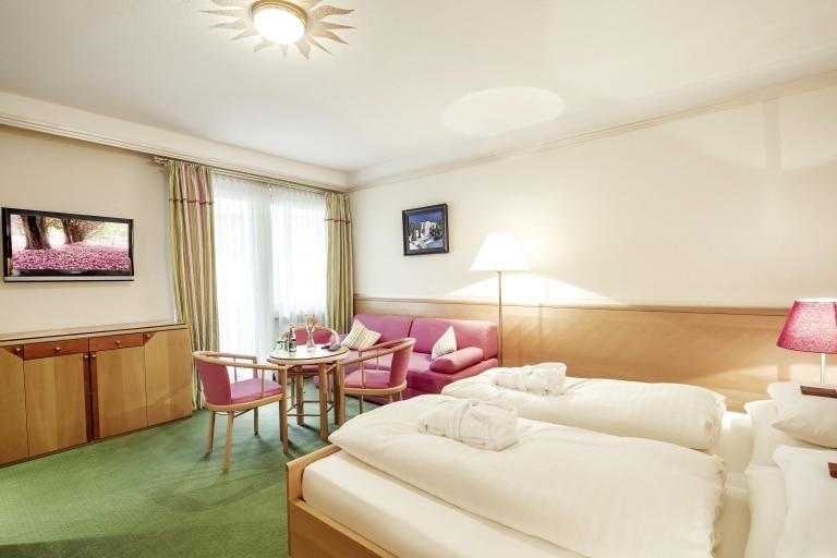 Die Komfort Doppelzimmer Neu in der Unterkunft Schrofenstein in Landeck eignen sich ideal für Familien und gemeinsam reisende Freunde.