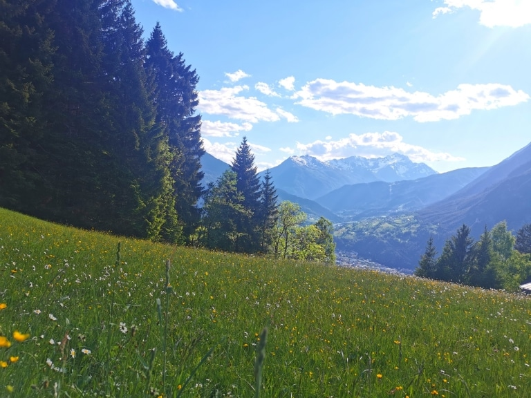 Genießen Sie die Aussicht von den Bergen des Tiroler Oberlandes