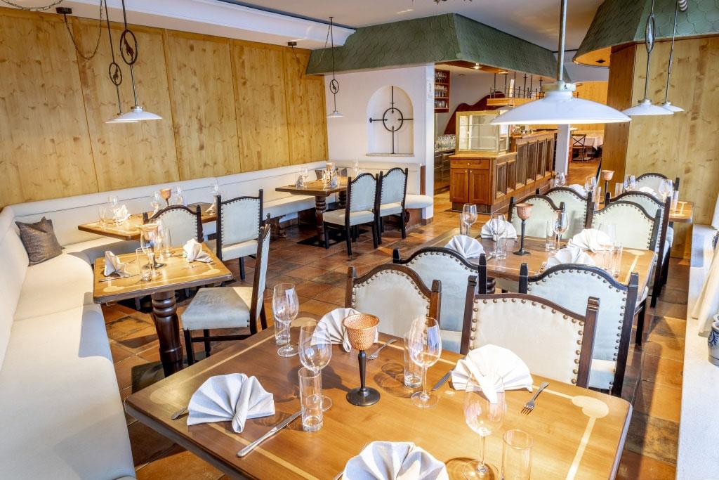 Das Restaurant im Hotel Schrofenstein in Landeck lädt zu klassischen Tiroler Gerichten ein