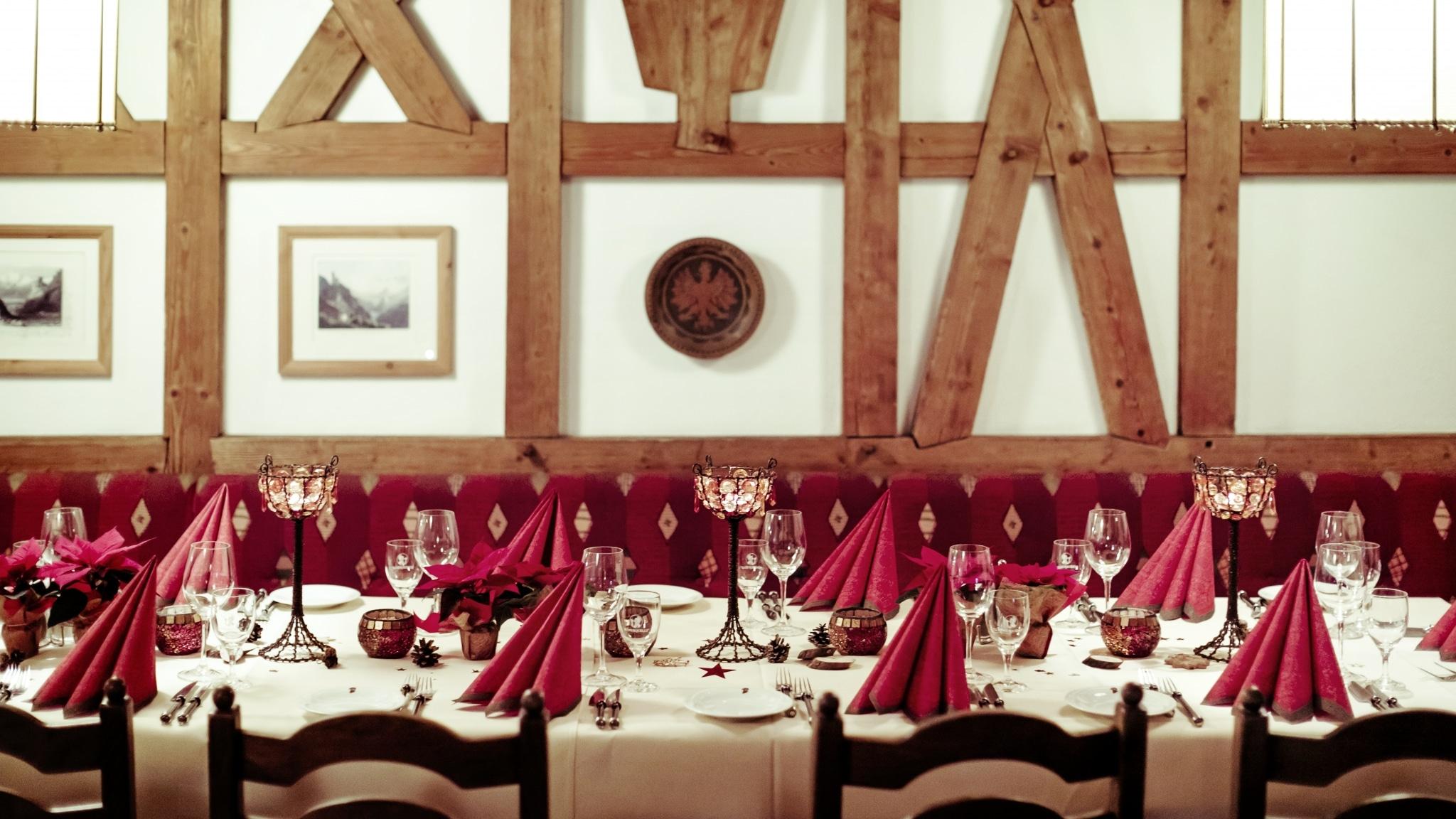 Lassen Sie uns gemeinsam Ihre nächste Weihnachtsfeier in Tirol planen