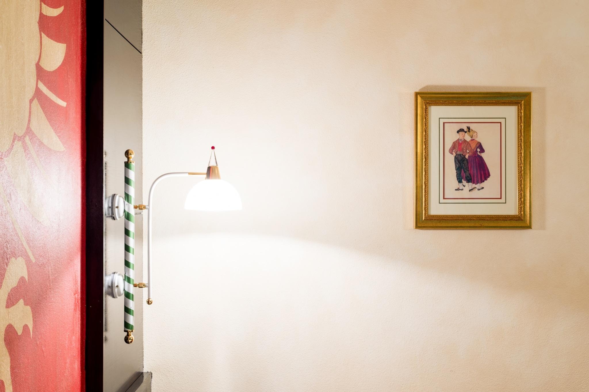 Bei uns im Hotel Schrofenstein erwarten Sie 47 gemütlich eingerichtete Zimmer, in fünf verschiedenen Kategorien. So ist garantiert auch für Sie das passende Zimmer dabei.