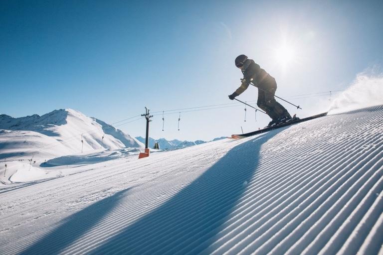 Skifahren in den Skigebieten rund um Landeck sorgt für Abwechslung
